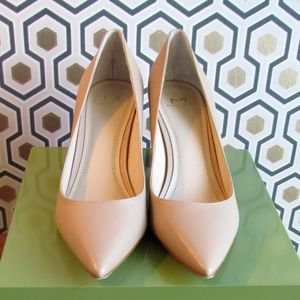 Marc Fisher, size 7m, neutral beige pumps